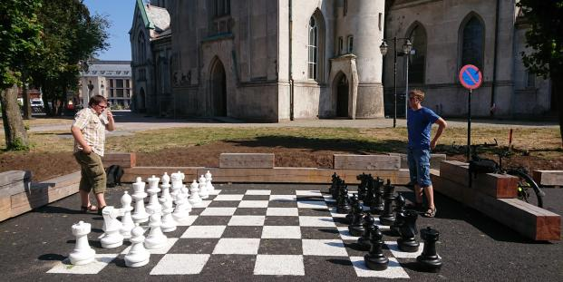 Willy and Vestein plaing chess, while waiting for a meeting with the owner om Campino